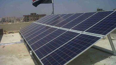 """صورة """"صقر"""" يتفقد العمل في محطة الطاقة الشمسية ببرج العرب"""