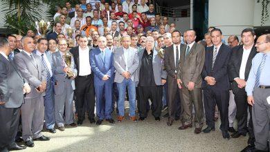 Photo of رئيس البريد يكرم العاملين المتميزين رياضياً على مستوي الجمهورية