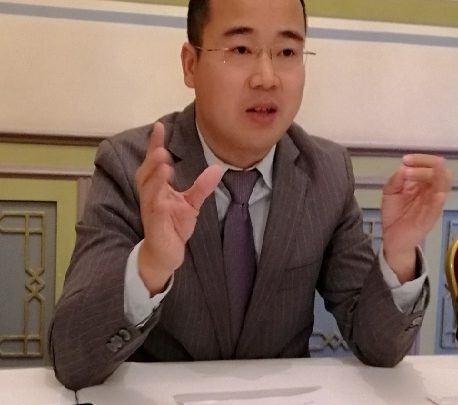 ديرينك دينج رئيس وحدة الاعمال المتنقلة في هواوي