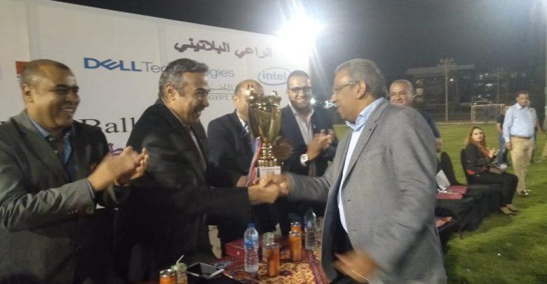 د.حسام عقمان نائبا عن وزير الاتصالات في تسليم كأس البطولة الرمضانية