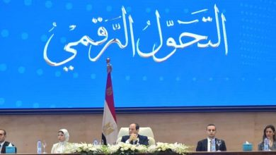 "Photo of ""السيسي"" لوزير الاتصالات : ألف مبروك مُقدمًا"