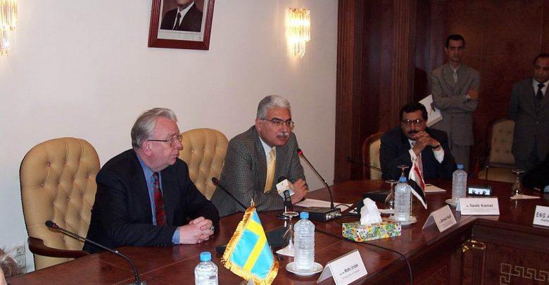 خلال اجتماع مع الدكتور نظيف وبحضور رئيس احدى الشركات العالمية في عام 2004