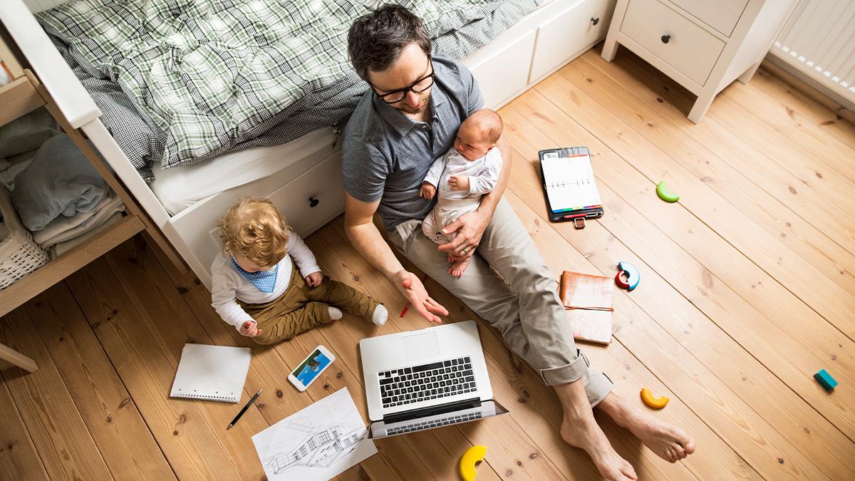 """صورة """"اتصال"""" تفتح نقاشا حول الأبعاد القانونية لعمل الموظفين من المنزل … والمعلوماتيون يرحبون بالفكرة"""