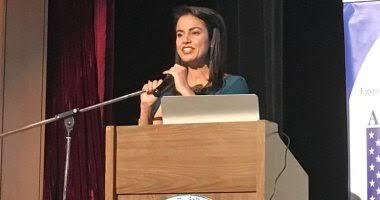 صورة النائبة ماريان عازر تلقي كلمة للشباب عن الإبداع و التكنولوجيا بعد كوفيد 19