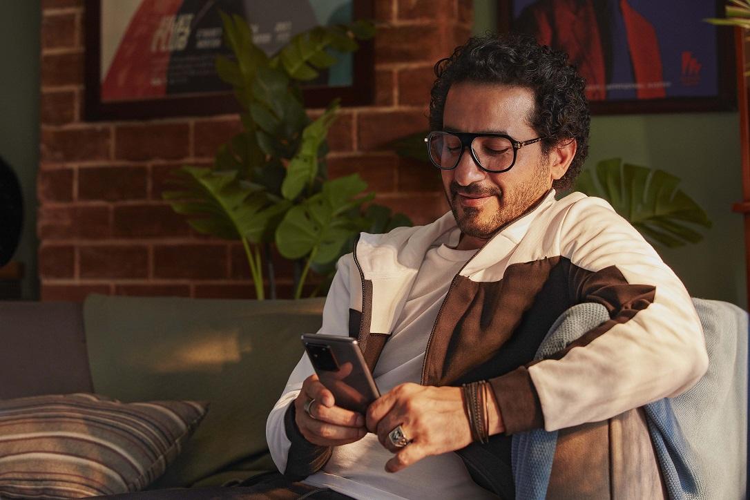 """Photo of """"سامسونج"""" تختار """"أحمد حلمي"""" سفيرا لعلامتها التجارية"""